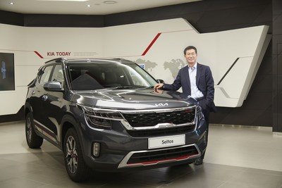 Mr. Kookhyun Shim, MD and CEO, Kia India with the refreshed Seltos, embodying the new Kia logo