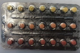 Linessa 21 – Properly packaged blister pack of 21 pills, with a first row of light yellow pills, followed by orange, followed by red. (CNW Group/Health Canada)